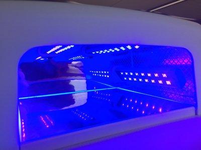 Nagellamp met 64 draaibare LED.